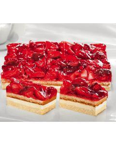 Erdbeer-Sahneschnitte bedeckt mit Erdbeerhälften 3 x 20 Port. -Saisonartikel-