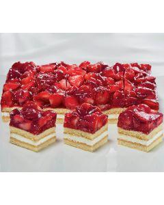Erdbeer-Sahneschnitte bedeckt mit Erdbeerhälften, 3 x 35 Port. - Saisonartikel